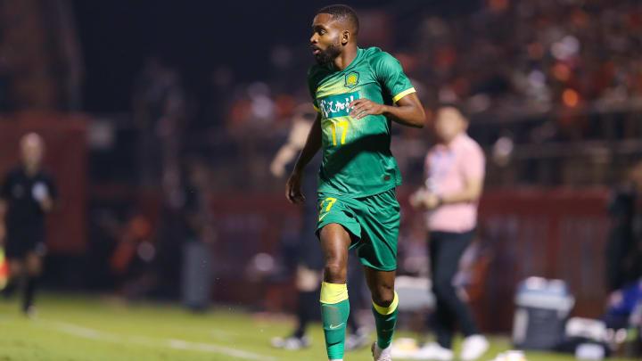Cedric Bakambu topla ilerliyor.