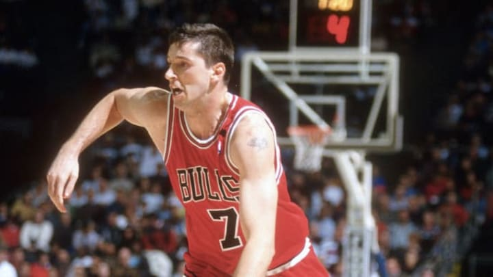 Kukoc driving to the basket