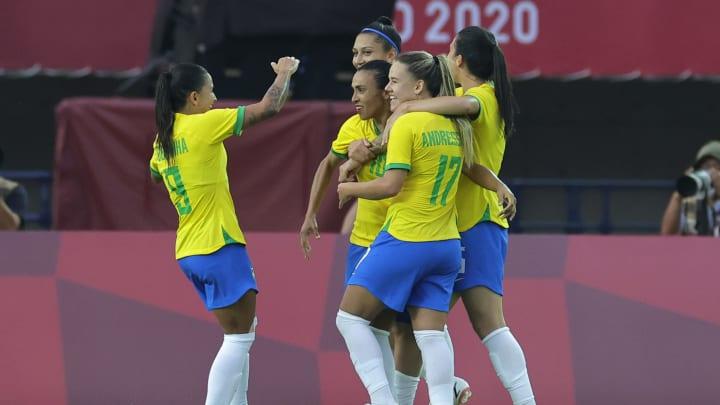 Brasil estreou com goleada sobre a China