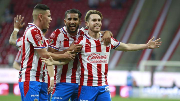 Chivas piensa en reforzar su defensa