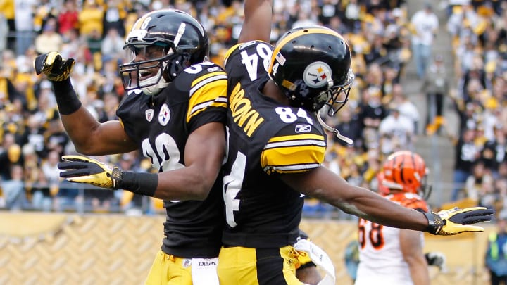 PITTSBURGH, PA - DECEMBER 04:  Emmanuel Sanders #88 of the Pittsburgh Steelers celebrates a fumble recovery with Antonio Brown #84 while playing the Cincinnati Bengals at Heinz Field on December 4, 2011 in Pittsburgh, Pennsylvania.  (Photo by Gregory Shamus/Getty Images)