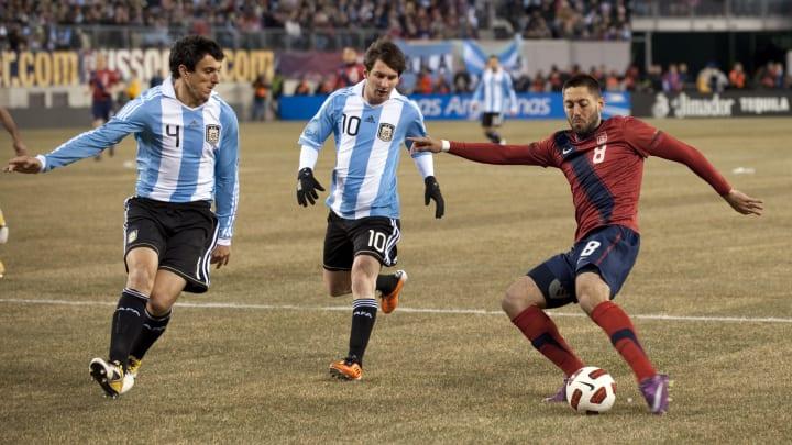 Burdisso et Messi face aux Etats-Unis lors d'une rencontre internationale