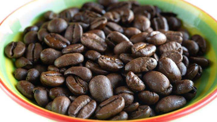 Los granos de café son un remedio casero útil para depilarse