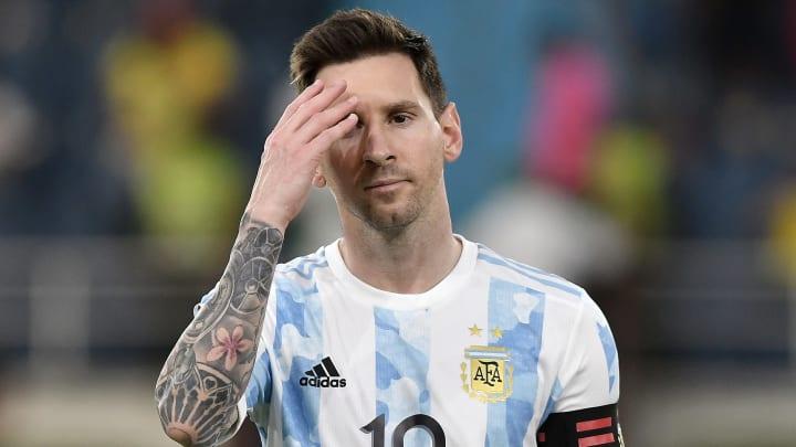 Mientras tanto, Messi sin desvelo juega para la Selección Argentina.