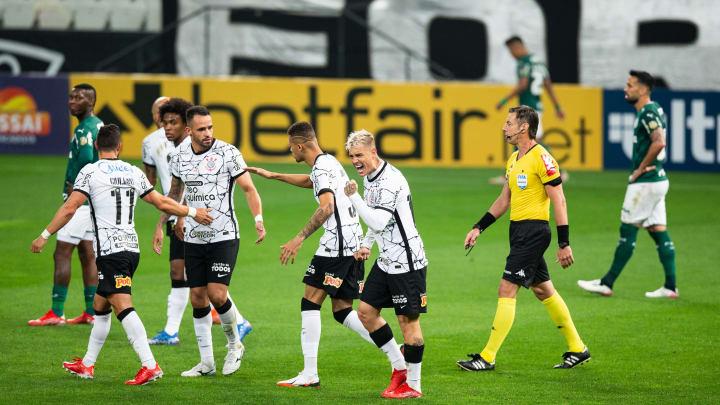 Com Róger Guedes voando, o Corinthians venceu o Palmeiras na 22ª rodada do Brasileirão. Camisa 123 entrou para o time ideal da jornada.