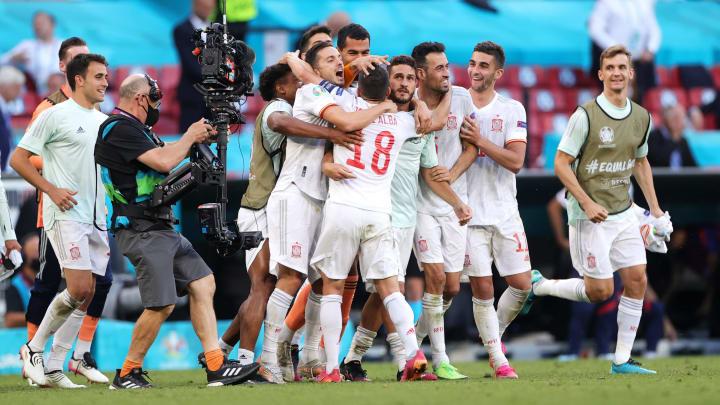 Jubelnde Spanier nach einem dramatischen Achtelfinal-Sieg gegen Kroatien