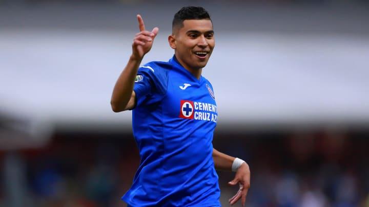 OrbelÍn Pineda celebra un gol con Cruz Azul.
