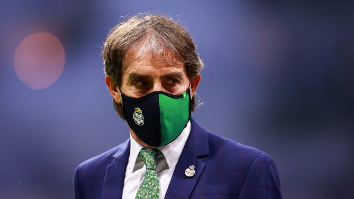 El entrenador Guillermo Almada.