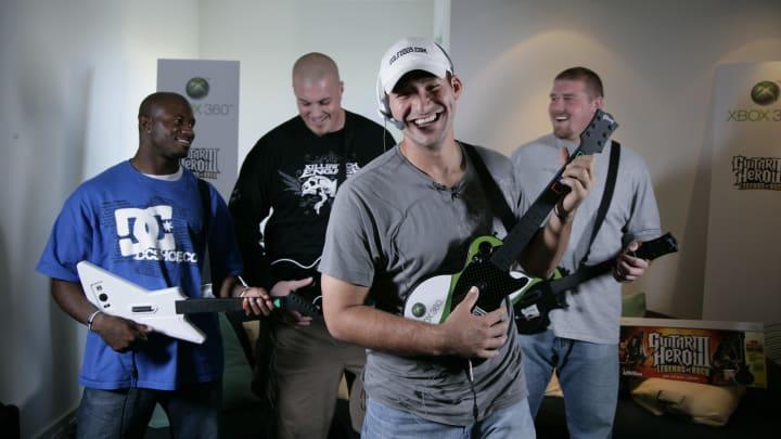 Dallas Cowboy quarterback Tony Romo Plays Guitar Hero on Xbox live.