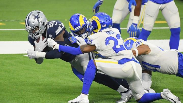 Ezekiel Elliott scoring a touchdown.