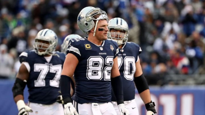 EAST RUTHERFORD, NEW JERSEY - DECEMBER 10:   Jason Witten #82 of the Dallas Cowboys looks on against the New York Giants during the second half in the game at MetLife Stadium on December 10, 2017 in East Rutherford, New Jersey. (Photo by Elsa/Getty Images)