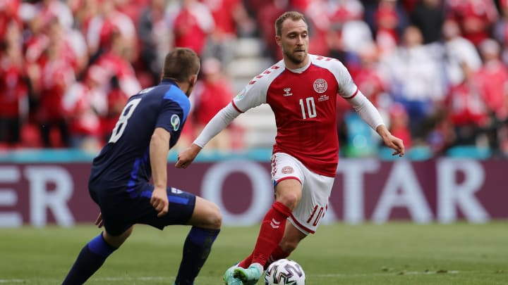 Eriksen antes de passar mal na partida Dinamarca x Finlândia
