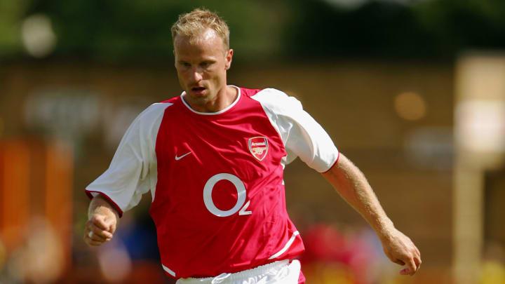 O jogador holandês foi um dos homenageados | Dennis Bergkamp of Arsenal