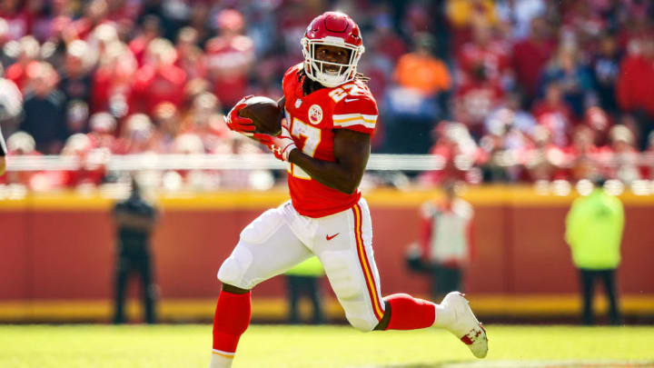 KANSAS CITY, MO - OCTOBER 28: Kareem Hunt #27 of the Kansas City Chiefs runs in the open field during the first half of the game against the Denver Broncos at Arrowhead Stadium on October 28, 2018 in Kansas City, Missouri. (Photo by David Eulitt/Getty Images)