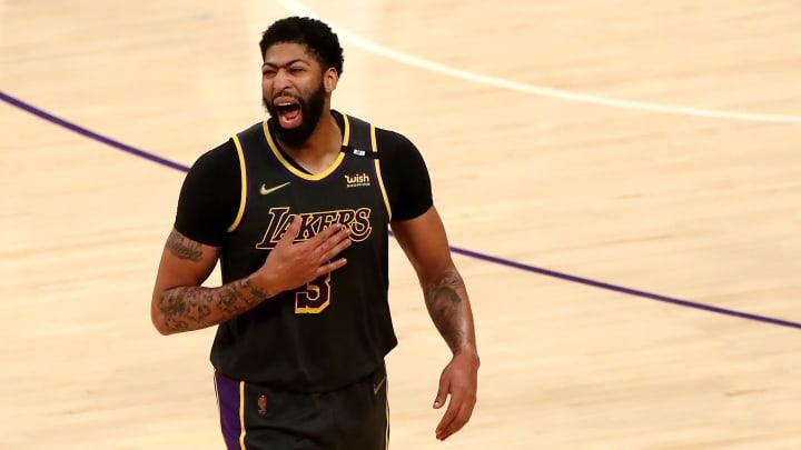 Anthony Davis sumó tres bloqueos en el juego del lunes entre Lakers y Nuggets