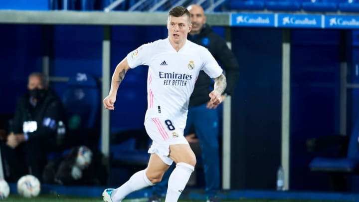 Toni Kroos muss sich im Meisterrennen mit Real Madrid mächtig strecken