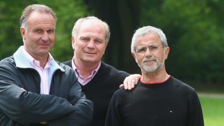 Gerd Müller (r. im Bild) neben Uli Hoeneß und Karl-Heinz Rummenigge
