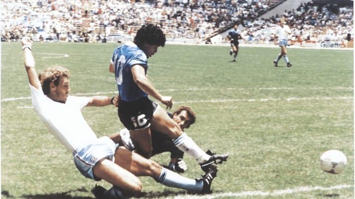 Diego-Maradona---El-Grafico-Sports-Archive-7e263bc178d43d87f09f09e154aec823