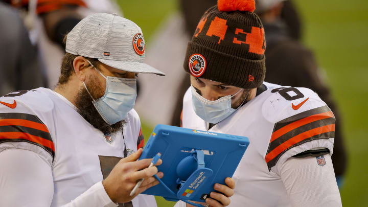 Baker Mayfield looking at unexplained phenomena.