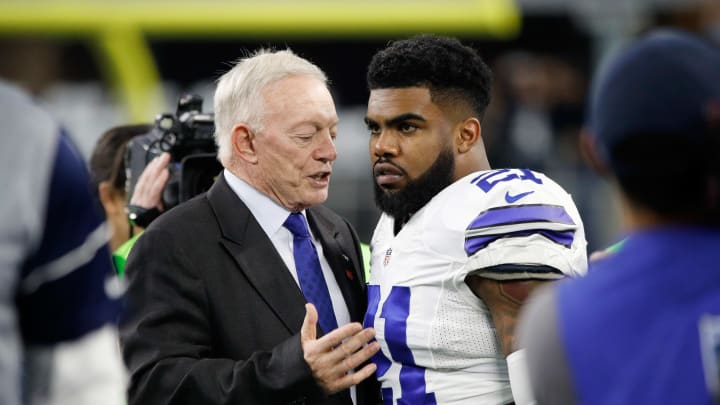 ARLINGTON, TX - JANUARY 15:  Dallas Cowboys owner Jerry Jones talks with Ezekiel Elliott #21 of the Dallas Cowboys before the NFC Divisional Playoff Game against the Green Bay Packers at AT&T Stadium on January 15, 2017 in Arlington, Texas. (Photo by Joe Robbins/Getty Images)