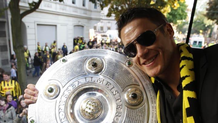 Dortmund's midfielder Sebastian Kehl hol