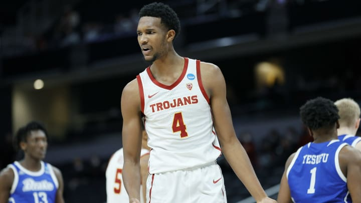 USC basketball forward Evan Mobley