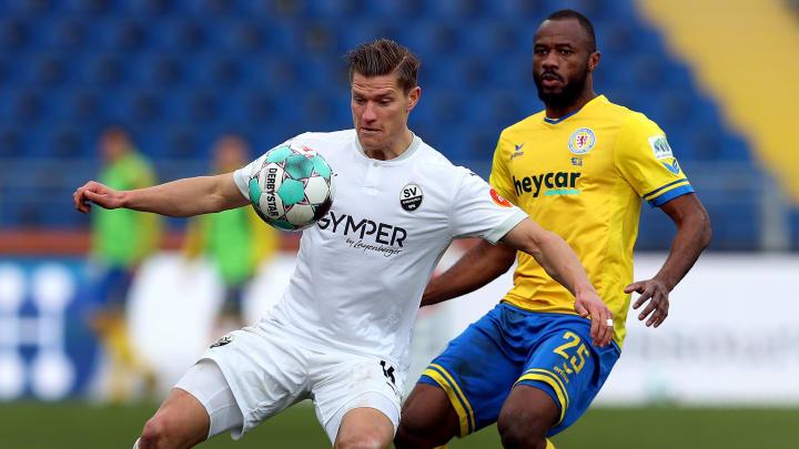 Kevin Behrens (l.) könnte zu Werder Bremen zurückkehren.