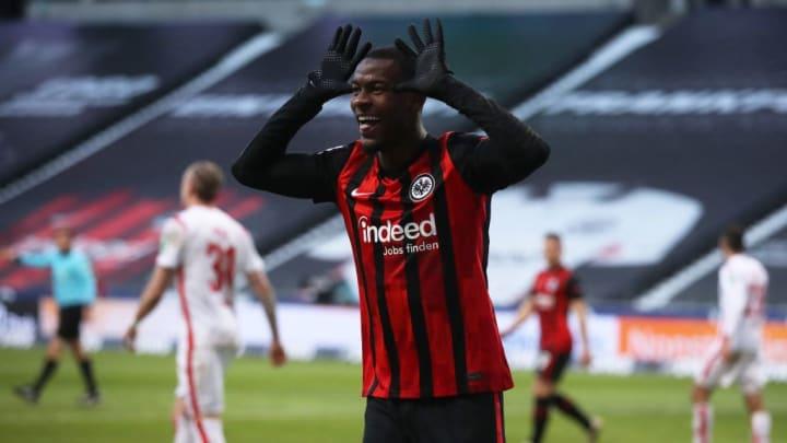 Evan N'Dicka freut sich über seinen Treffer