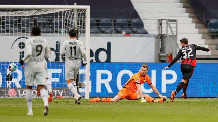 Younes brachte Frankfurt gegen die Werkself zurück