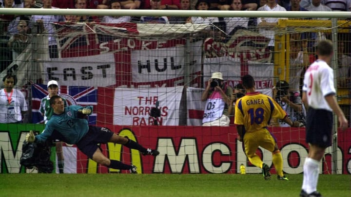England  v Romania X