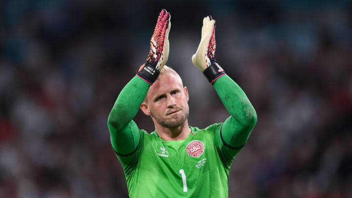 Kasper Schmeichel told the referee about the laser being pointed into his eyes