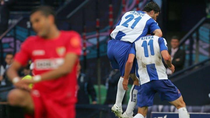 Espanyol footballers Albert Riera (R) an...