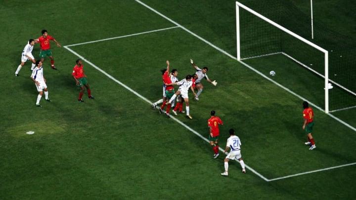 Auch wenn Charisteas fast nicht zu erkennen ist, dieses Bild beschreibt den größten Moment in der griechischen Fußballgeschichte