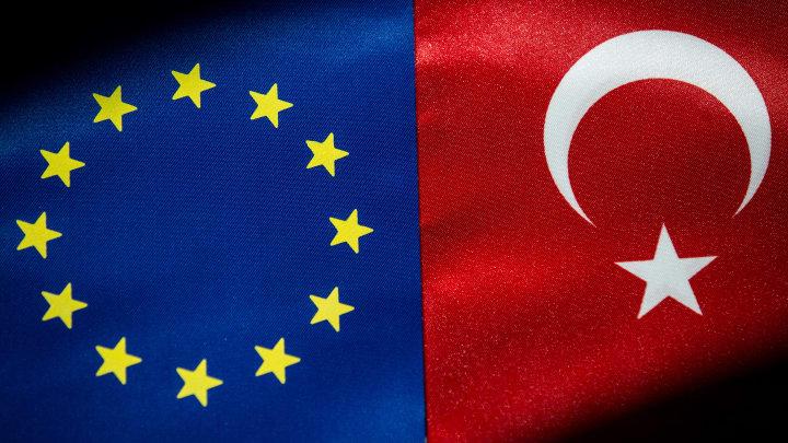Avrupa Birliği ve Türkiye bayrakları