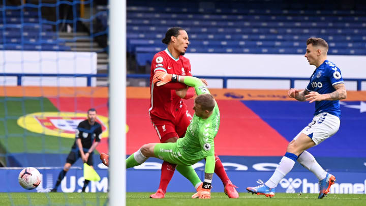 Twitter Reacts as Virgil van Dijk Forced Off in Merseyside Derby After Horrific Jordan Pickford Tackle