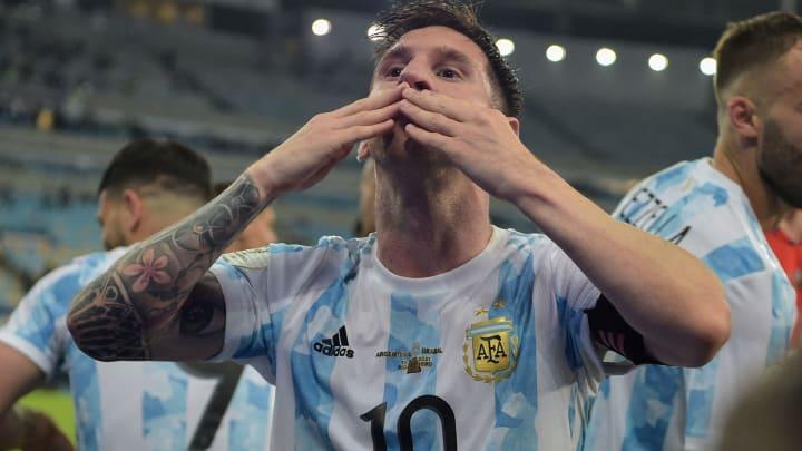 Messi ainda não teve a renovação oficializada com o Barcelona