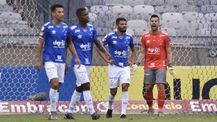 Vila Nova e Cruzeiro lutam contra a zona de rebaixamento na Série B do Campeonato Brasileiro.