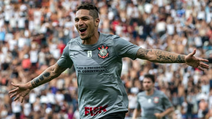 Corinthians tem interesse na contratação de Paolo Guerrero, do Internacional. Camisa 9 e Timão conversam desde a semana passada.