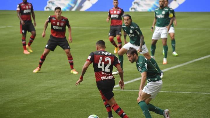 Flamengo e Palmeiras dominam o cenário econômico do futebol brasileiro há alguns anos.