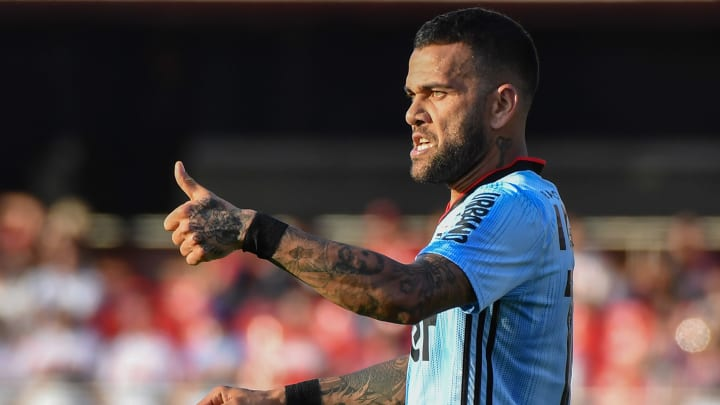 Daniel Alves foi procurado por Coritiba, Fluminense e Athletico-PR. Flamengo apenas observa.