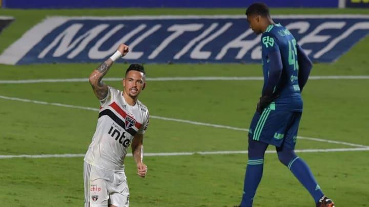 Boa fase do São Paulo mantém a confiança do time lá em cima.
