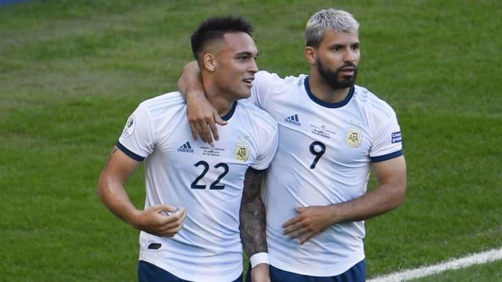 Lautaro y Agüero, dos delanteros que cambiarán de equipo