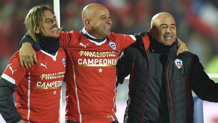 Jorge Sampaoli (à droite) célébrant le titre en Copa America.