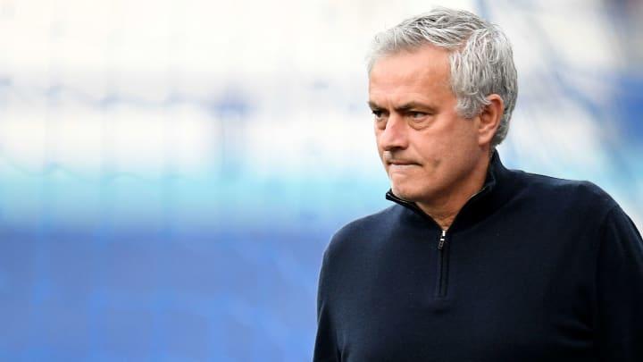 Chegadas, saídas e interesses: José Mourinho quer mudar o vestiário da Roma.