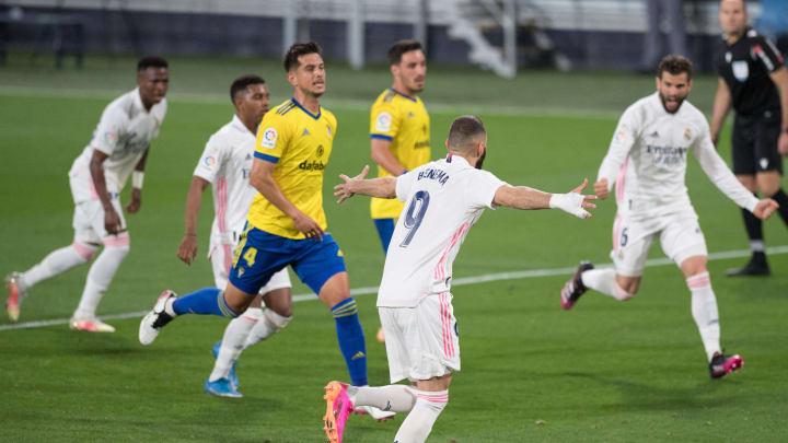 Benzema marcó dos goles en el Carranza