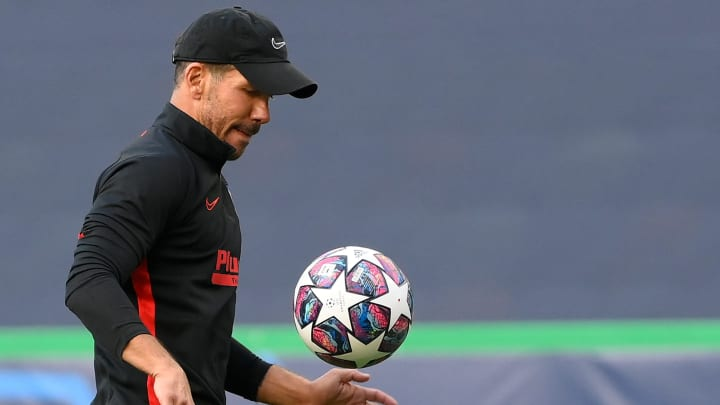 Simeone durante el entrenamiento previo al Atlético - Leipzig