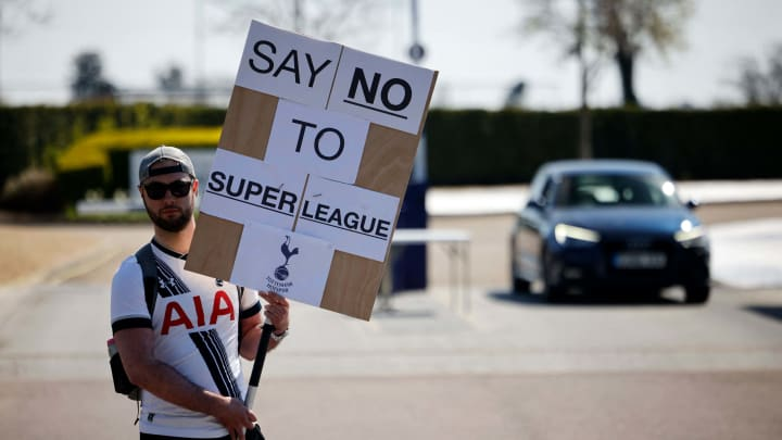 Dieser Tottenham-Fan protestiert gegen die Super League