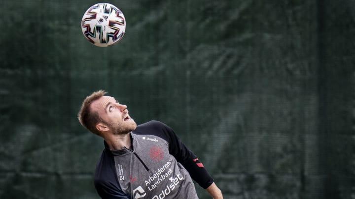 Mal súbito de jogador da Dinamarca causa comoção no mundo do futebol.
