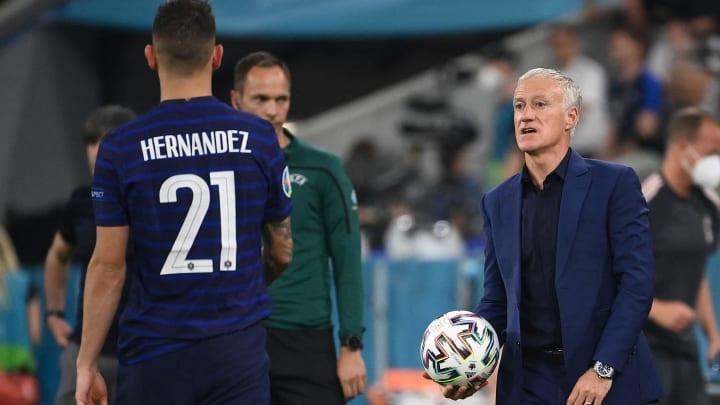 Lucas Hernandez et Didier Deschamps lors du match face à l'Allemagne.