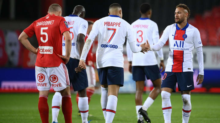 Le PSG domine Brest (2-0) mais ne décroche pas son 10e titre de champion de France